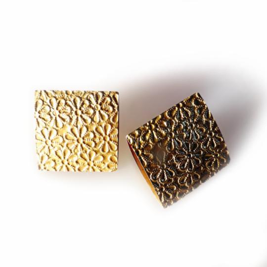 Carla Riccoboni, Fiorellini, earrings, Madreforme collection, Thereza Pedrosa gallery