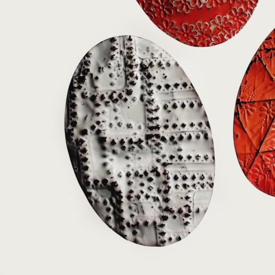 Carla Riccoboni, Oval brooch, Madreforme collection, Thereza Pedrosa gallery, Asolo