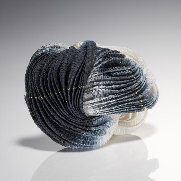 Kazumi Nagano, Dark brooch, Thereza Pedrosa gallery, Asolo