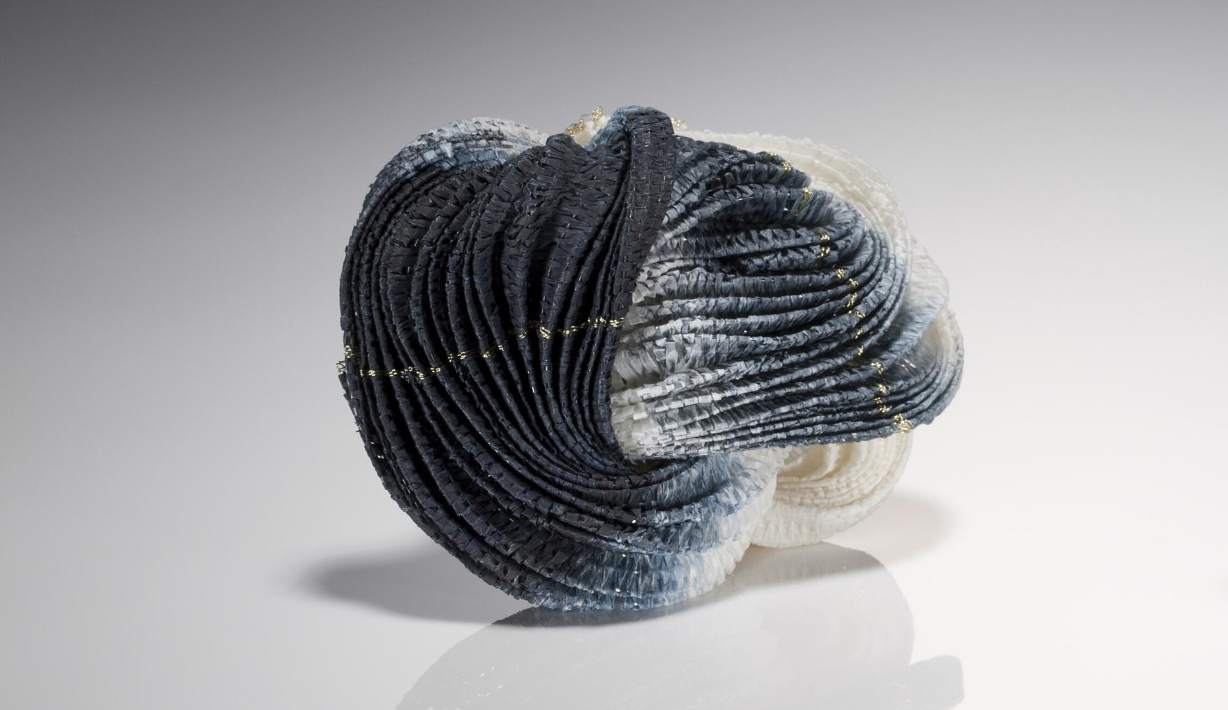 Kazumi Nagano, Dark brooch, wearable art, Thereza Pedrosa gallery, Asolo
