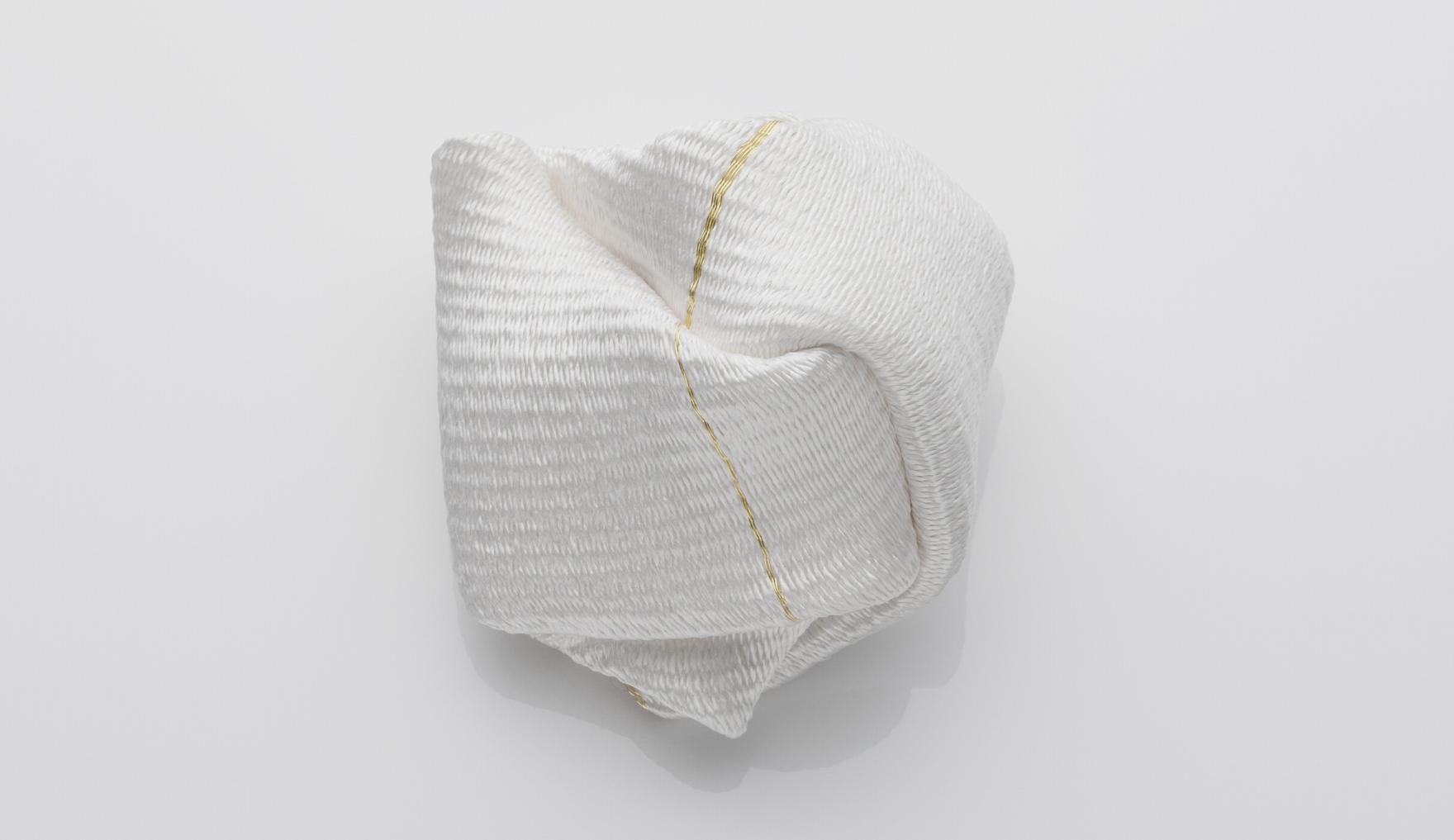 Kazumi Nagano, White brooch, wearable art, Thereza Pedrosa gallery, Asolo